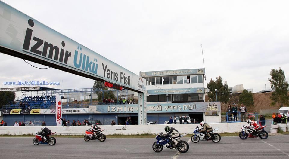 İzmir Ülkü Yarış Pisti Türkiye nin en çok okunan bölgesel haber sitesi | İzmir ve Ege son dakika Haberleri http://www.egehaber.com/http://www.egehaber.com/spor/ulku-yaris-pisti-sezon-acilisina-hazir-h31832.html?utm_source=oku.net&utm_medium=site&utm_campaign=oku.net-trafik EGEHABER.COM