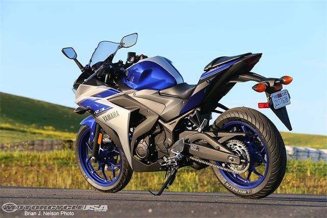 2015-Yamaha-R3-11