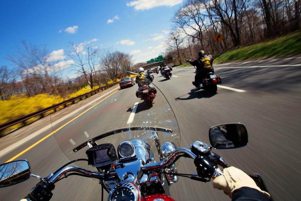 motosiklet grup sürüşü