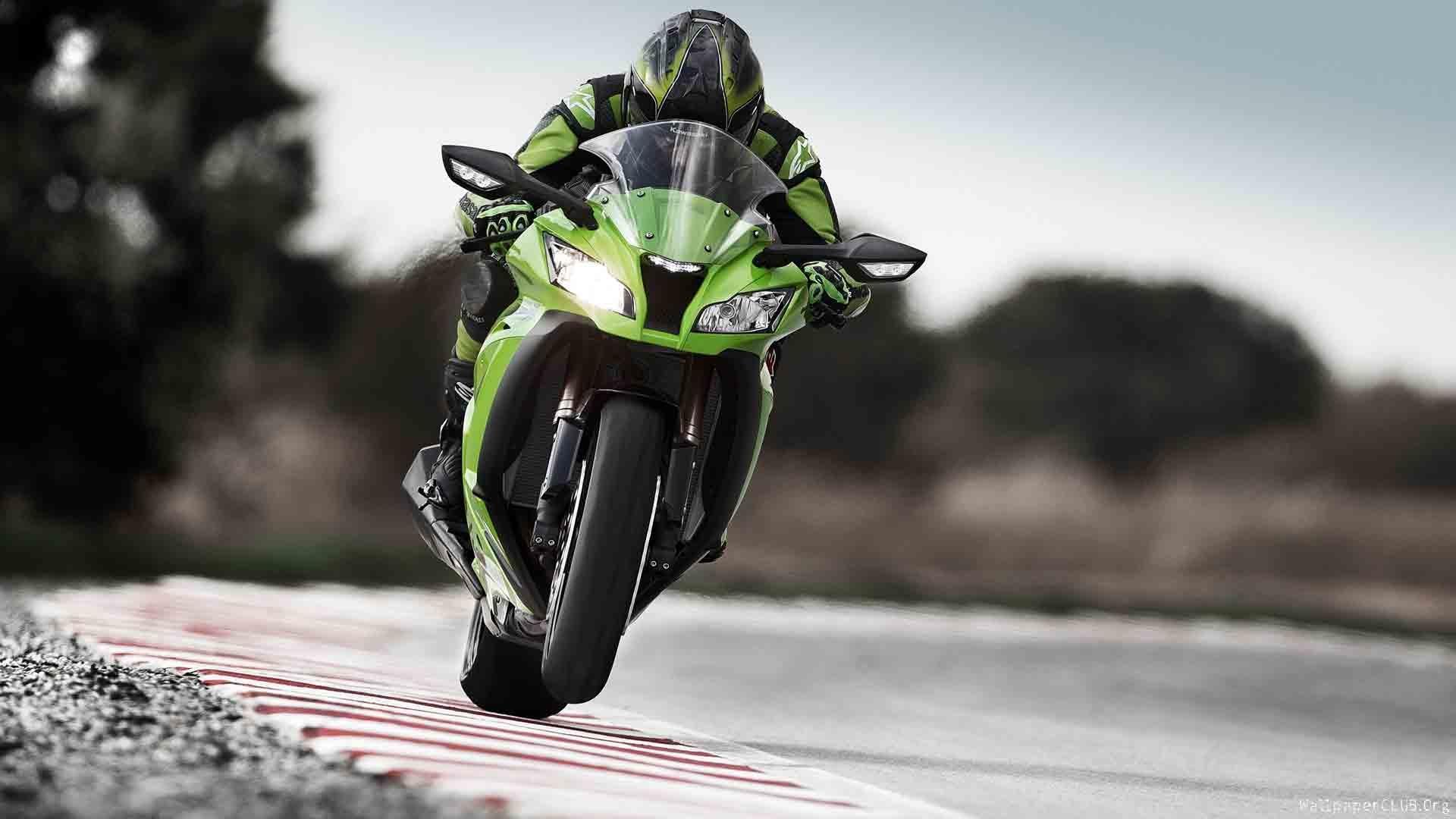 Hız tutkunu motosikletliler