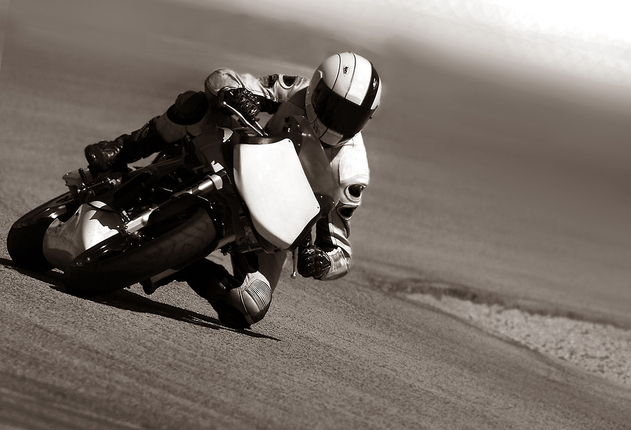 motosiklet virajda