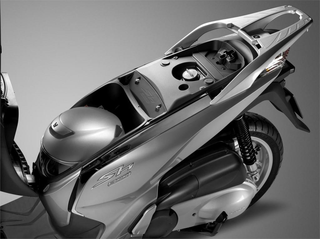 Honda SH300i bagaj