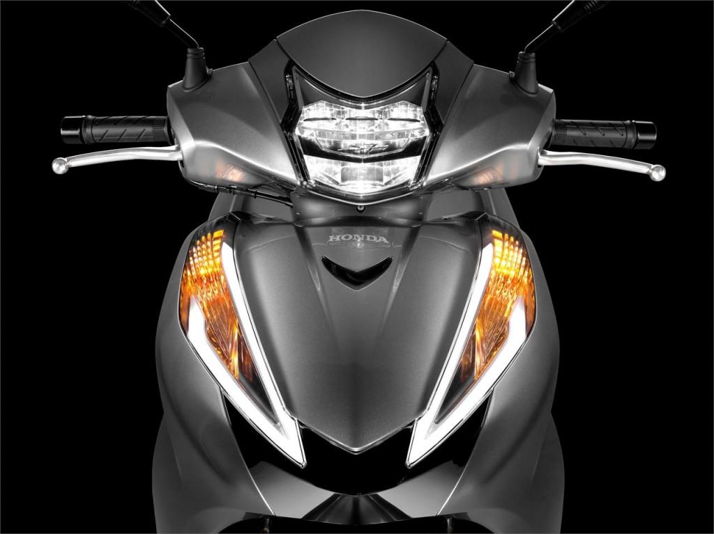 Honda SH300i ön görünüş