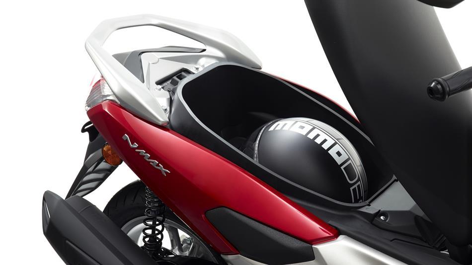 2015 Yamaha G125YM EU Power Red Detail 006 - Yamaha NMAX