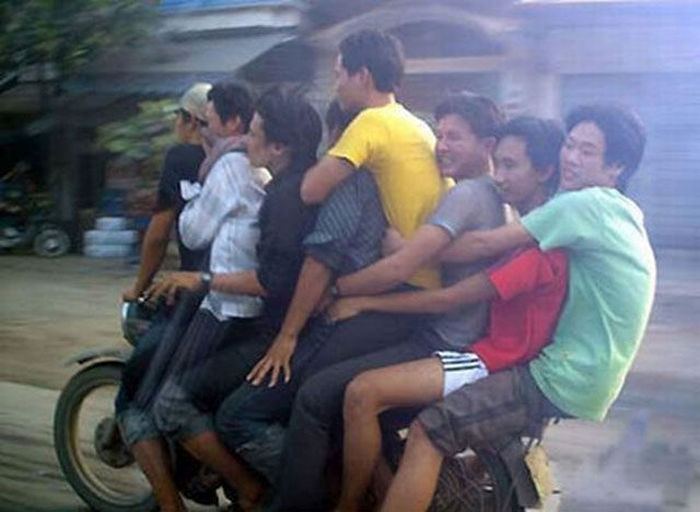 motosiklette full aile taşımak
