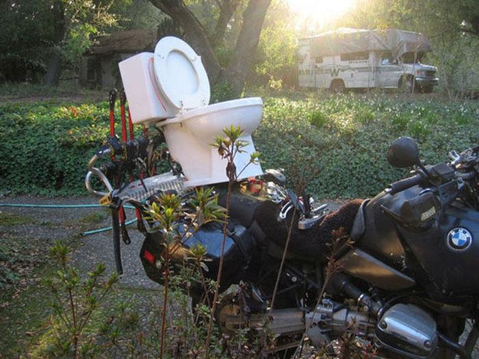 motosiklette klozet taşımak