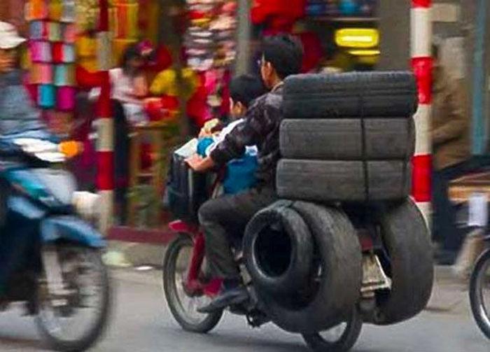 motosiklette lastik taşımak