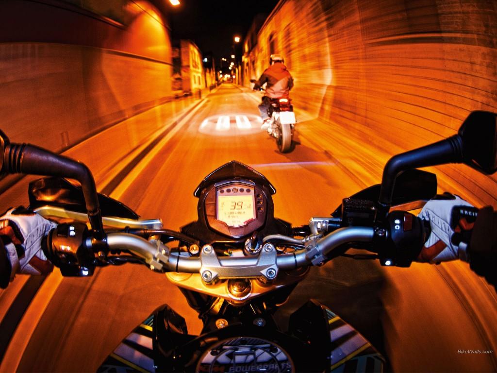 KTM_125_Duke_2011 gece çekimi