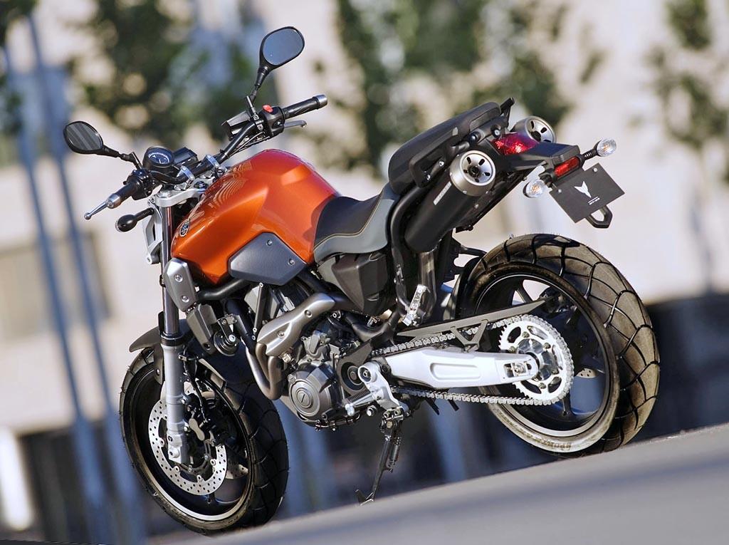 Yamaha MT 03 arkadan
