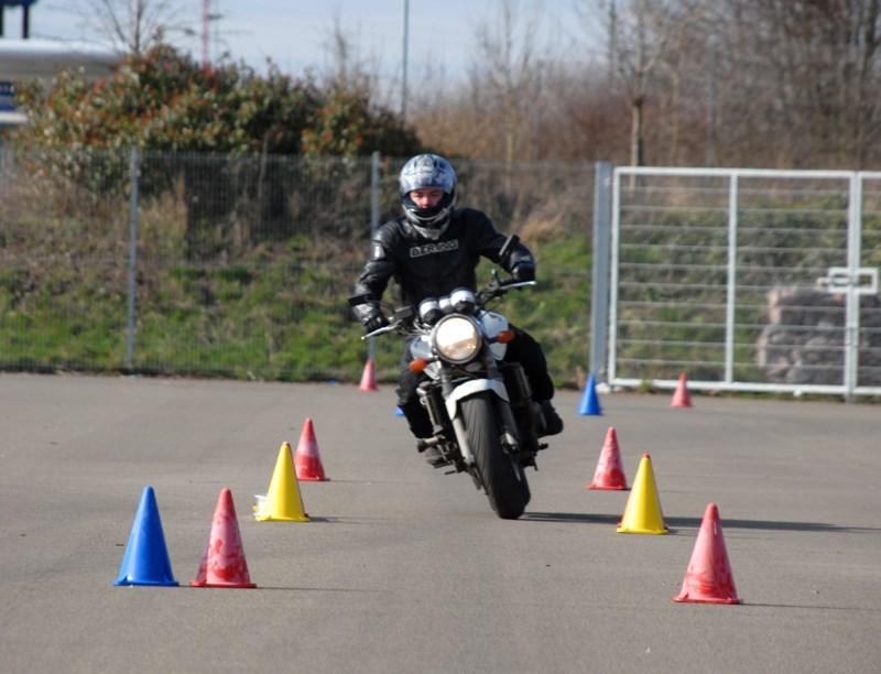 motosiklet küçük görünür