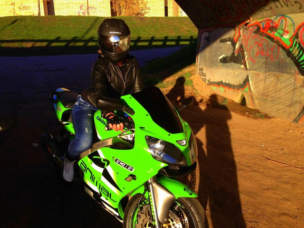 motosikletli kızlar (2)