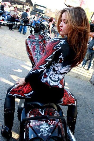 motosikletli kız süper giyim