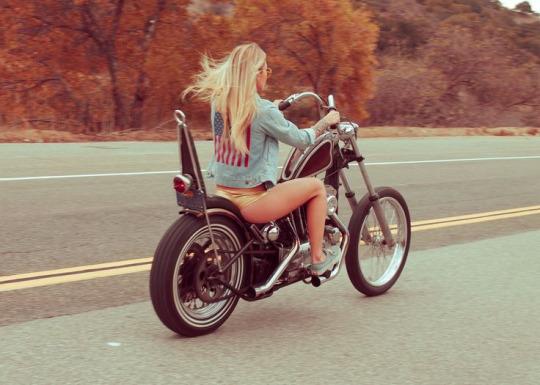 motosikletli kızlar chopper