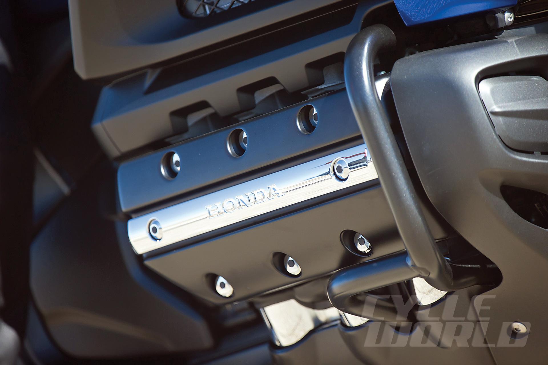 2014-Honda-Valkyrie_engine-plate