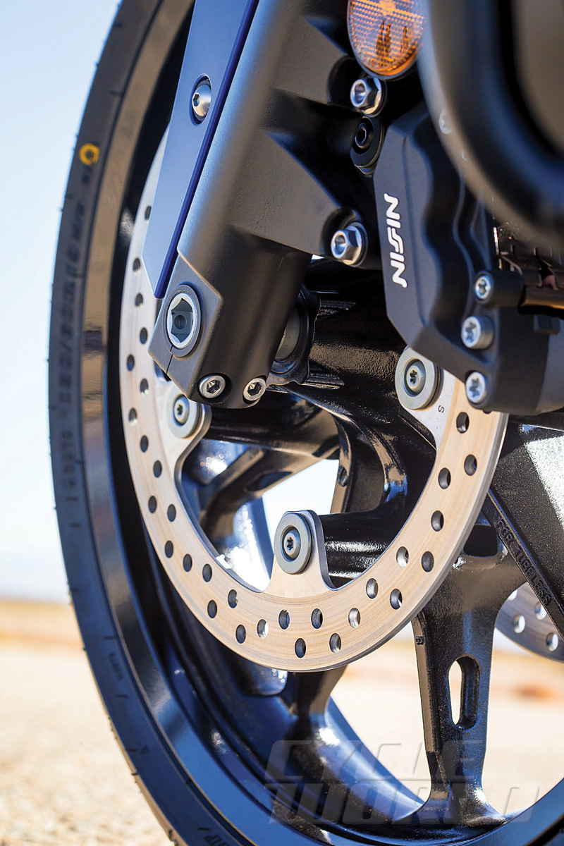2014-Honda-Valkyrie_front-wheel