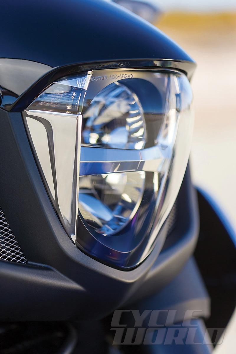2014-Honda-Valkyrie_headlight