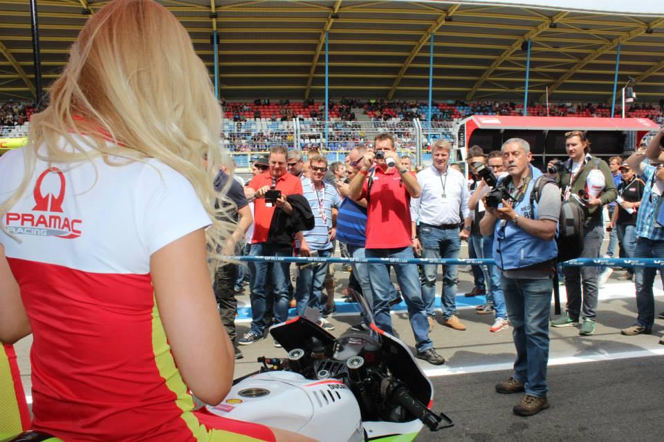 pramac racing girls (11)