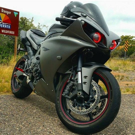 motorsiklet yamaha r1