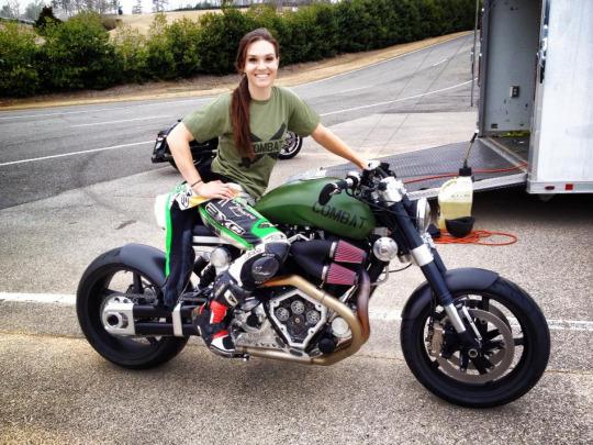 motorsikletli kız süper makina