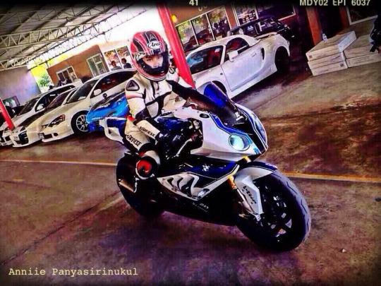 motorcu kız motosiklet başında
