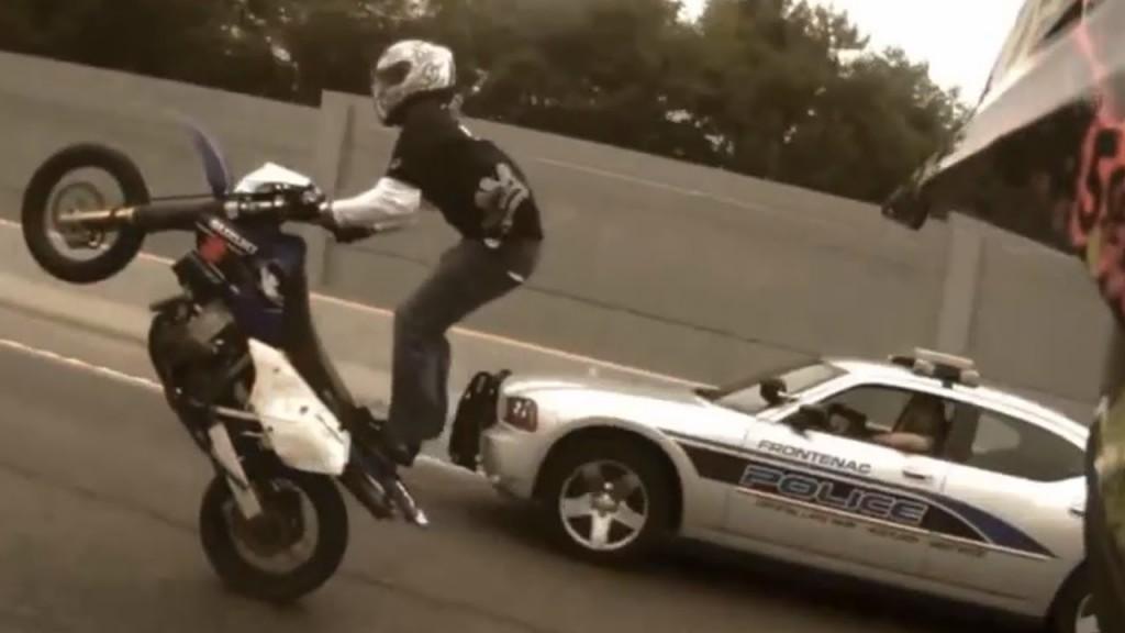 motorcu tekteker polis yanda