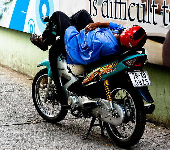 Sleeping-on-a-Motorcycle-04