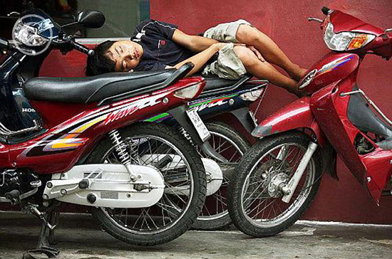 Sleeping-on-a-Motorcycle-07