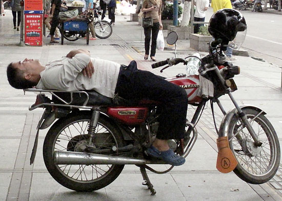 Sleeping-on-a-Motorcycle-08