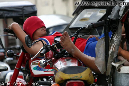 Sleeping-on-a-Motorcycle-14