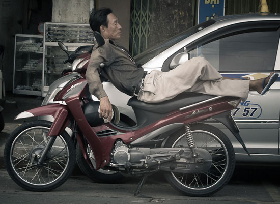 Sleeping-on-a-Motorcycle-16