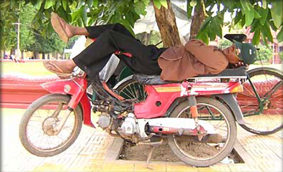 Sleeping-on-a-Motorcycle-17