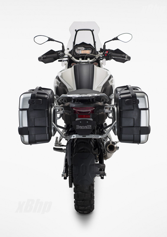 Benelli-Trek-502-Unveiled-at-EICMA-2015-2.jpg.pagespeed.ce.xfuoPsJQ2-