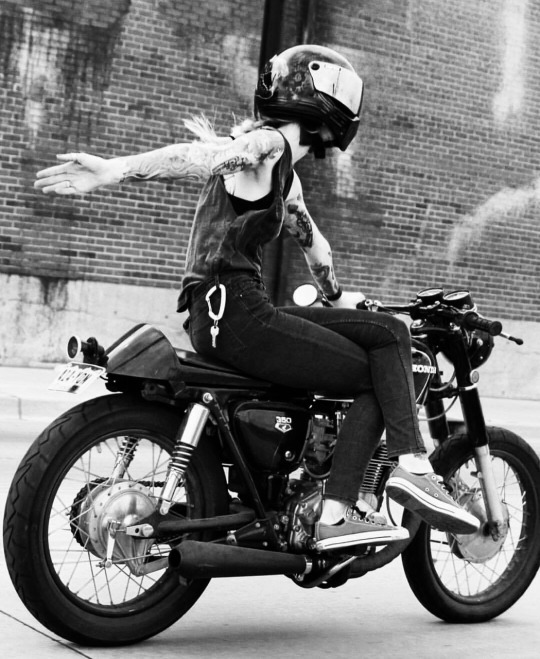 motorcu-kiz