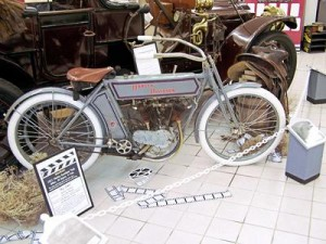 1911_Harley_100_2840-300x225
