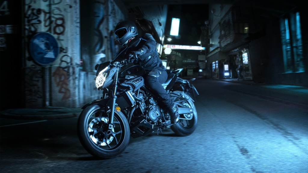2016-Yamaha-MT250-EU-Midnight-Black-Action-001
