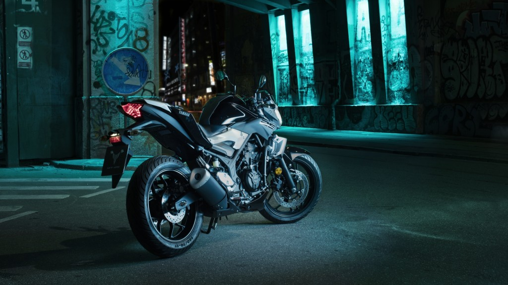 2016-Yamaha-MT250-EU-Midnight-Black-Static-003