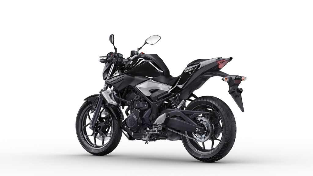 2016-Yamaha-MT250-EU-Midnight-Black-Studio-005