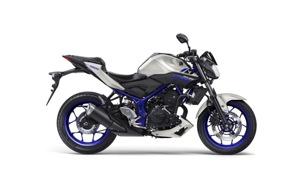 2016-Yamaha-MT250-EU-Race-Blu-Studio-002