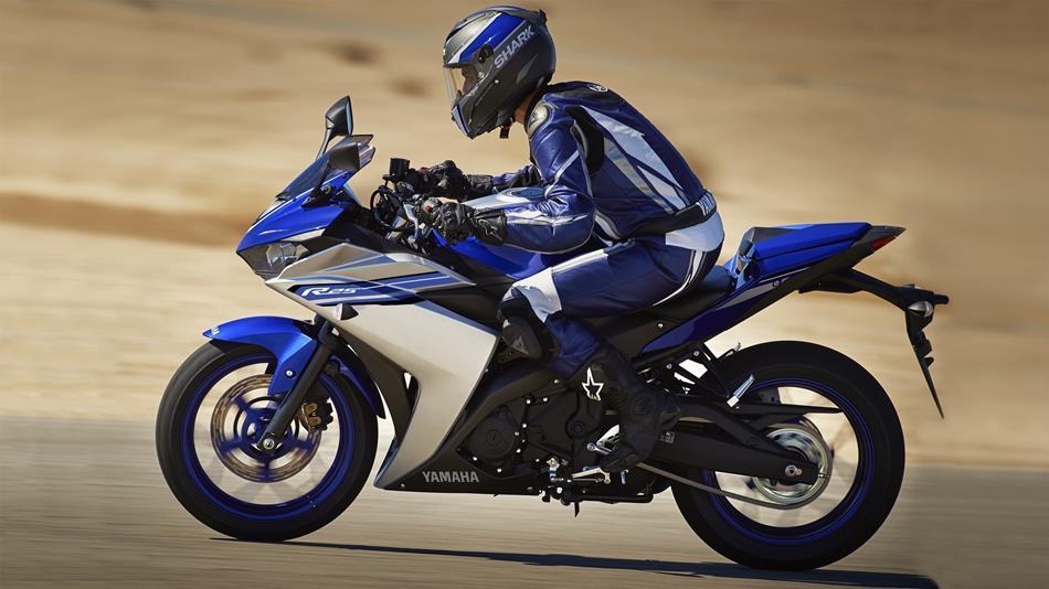 2016-Yamaha-YZF-R250-EU-Race-Blu-Action-002