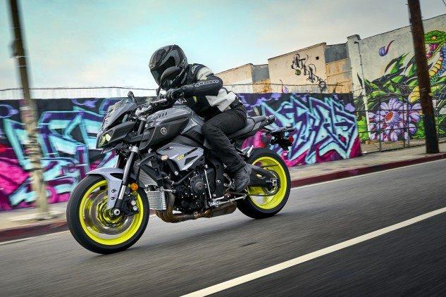 2017 Yamaha FZ-10 (2)