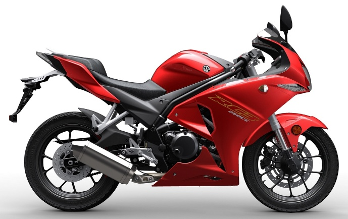 CSC R3 motosiklet