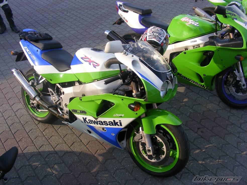 1991-kawasaki-zxr-750-18