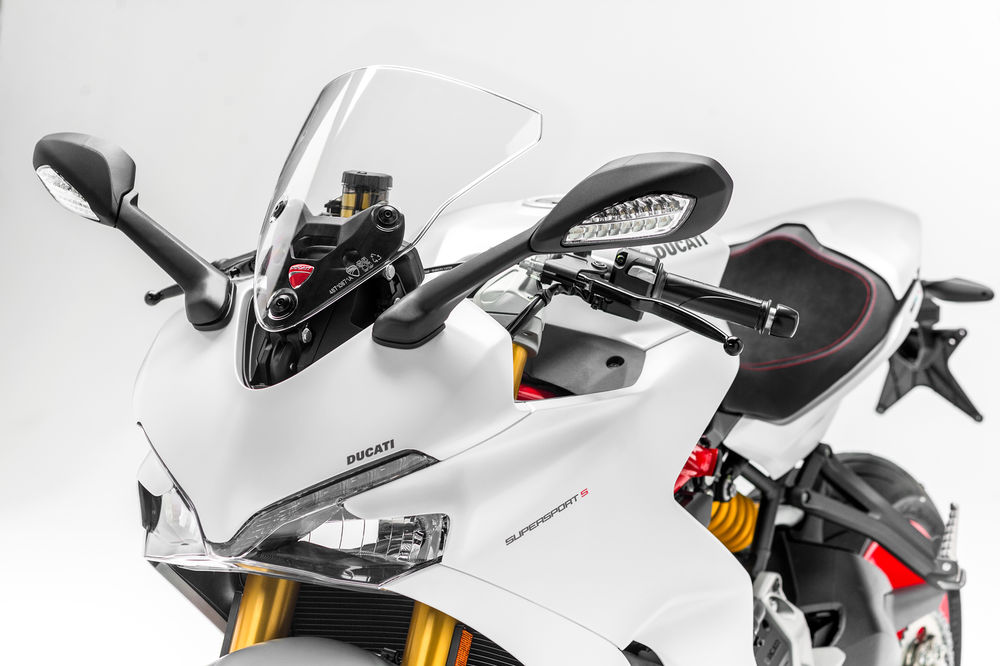 2017-ducati-supersport-5