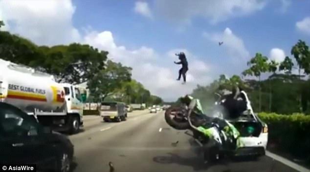motosiklet anları 10 - Felaketten 1 saniye önce çekilmiş 20 fotoğraf
