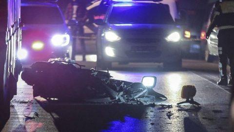 Beton mikserinin altında kalan motosikletli öldü