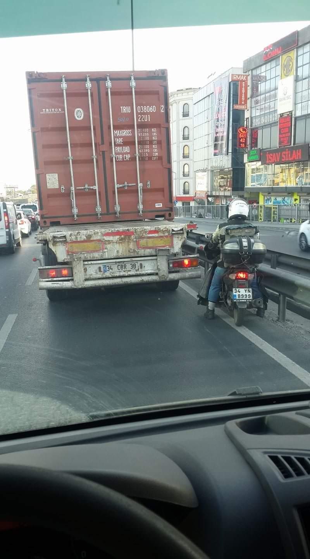 Büyük kamyon sürücüleri bizleri uyarıyor