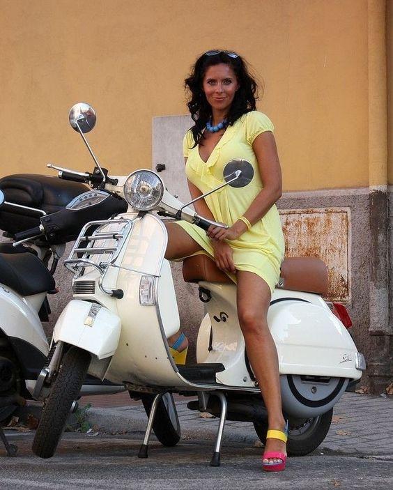 Scooter Motorcycle Girl 1 - Scooter Motorcycle Girl