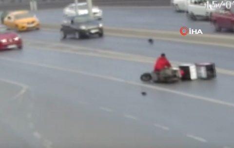 E-5'te motosiklet sürücüsüne çarpıp kaçtı