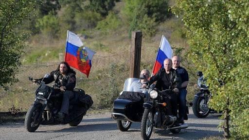 images 29 - Putin organizasyona Ural motosiklet ile geldi