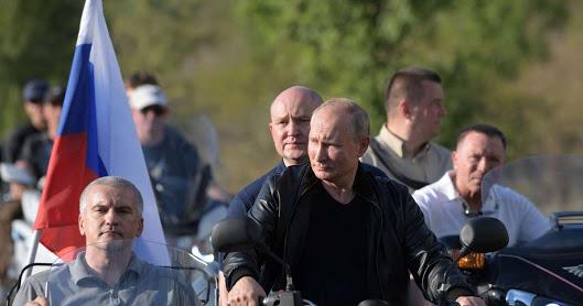 unnamed - Putin organizasyona Ural motosiklet ile geldi